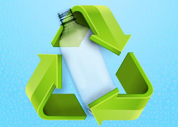Símbolo da reciclagem com imagem de uma garrafa PET