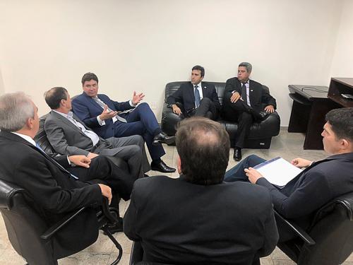 Representantes do Guaraná Mineiro em reunião para assinatura da carta.