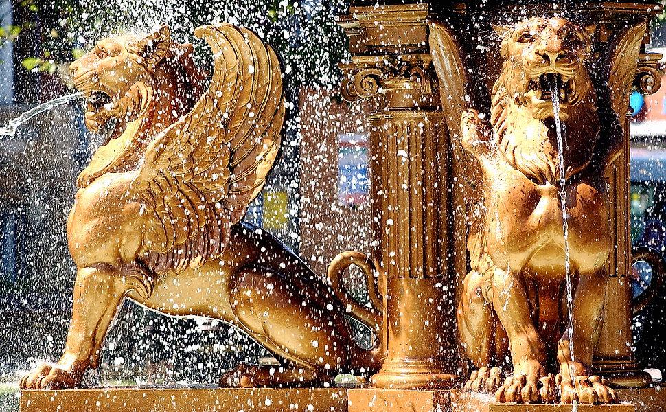 Leicester-town-hall-fountain.jpg