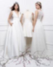 Trois robes de mariées en satin de la marque Cymbeline