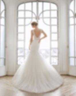 Robe de mariée foureau en tulle et dentelle