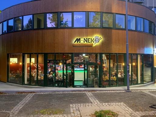Åpning av servering inne på M.Neko