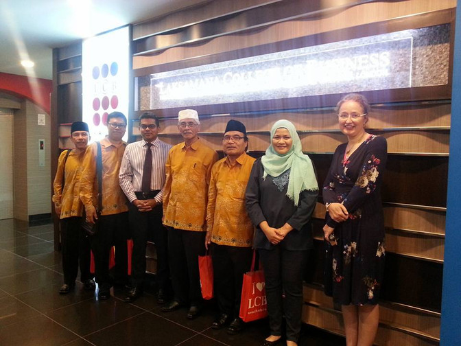 Laksamana College of Business receives Indonesian delegation