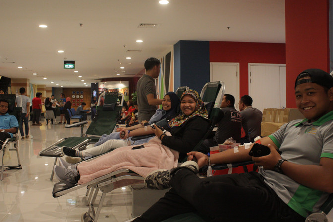 Laksamana College of Business holds blood drive