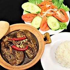 62a.  Vietnamese braised catfish in claypot serve w/ rice & veggie