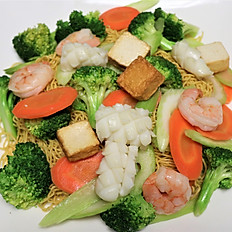 56a. SEAFOOD STIR FRIED EGG NOODLE (shrimp, squid, fried fish cube)