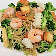 62f.  Seafood stir-fried soft rice noodle w/broccoli, carrot, beansprout & celery