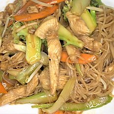 62g.  Chicken stir-fried soft rice noodle w/broccoli, carrot, beansprout & celery