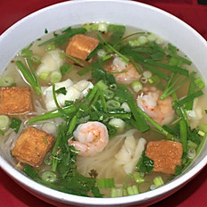 17. SEAFOOD NOODLE SOUP. (shrimp, squid, & fried fish cube w. beef broth)