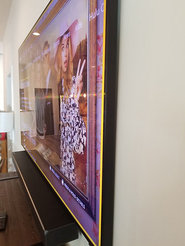Samsung Frame TV with Soundbar mounted b