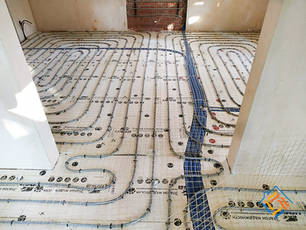 Монтаж водяного тёплого пола, водяных тёплых стен в реконструируемом кирпичном доме в Лисьем Носу.