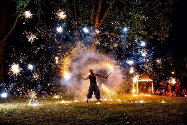 spectacle de feu et de pyrotechnie - artifices - jonglage - Le Mans - Guinguette