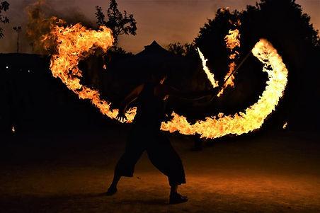 jongleur-de-feu-nantes-44-animation-pyrotechnique-flamme.jpg