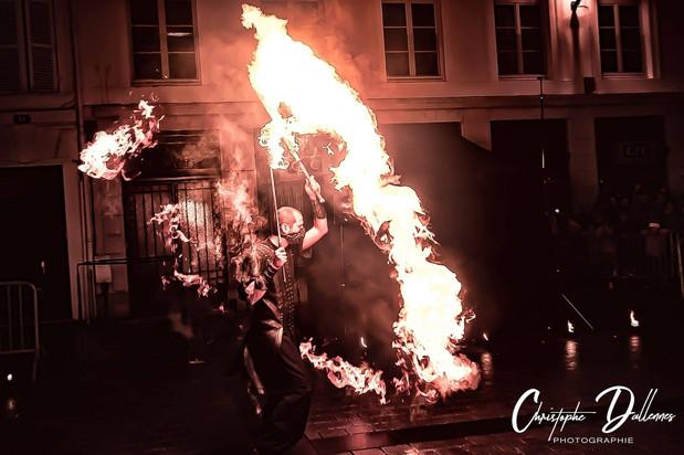 Jongleur de feu - Flamme Lycopodium - Manipulateur - représentation à Chalon en Champagne - Ardennes - Mariage