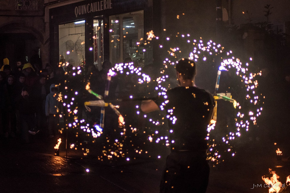 artiste-jongleur-pyrotechnie-feu-flammes-spectacle-normandie.jpg