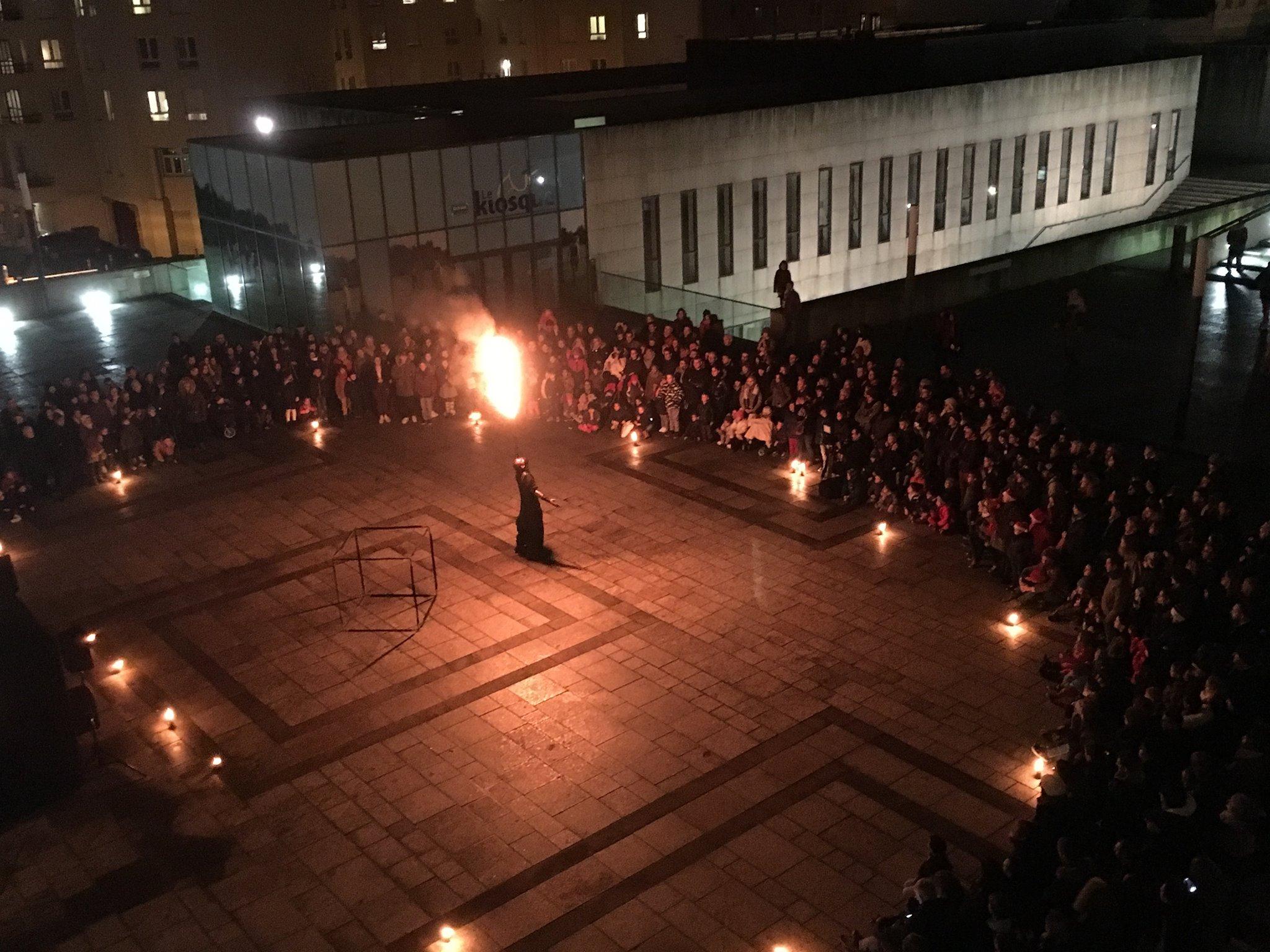 Cracheur-de-feu-Dinan-flamme