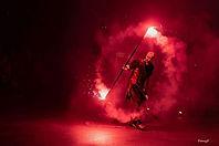 spectacle-de-feu-pyrotechnie-fumigène-flamme-cracheur-de-feu