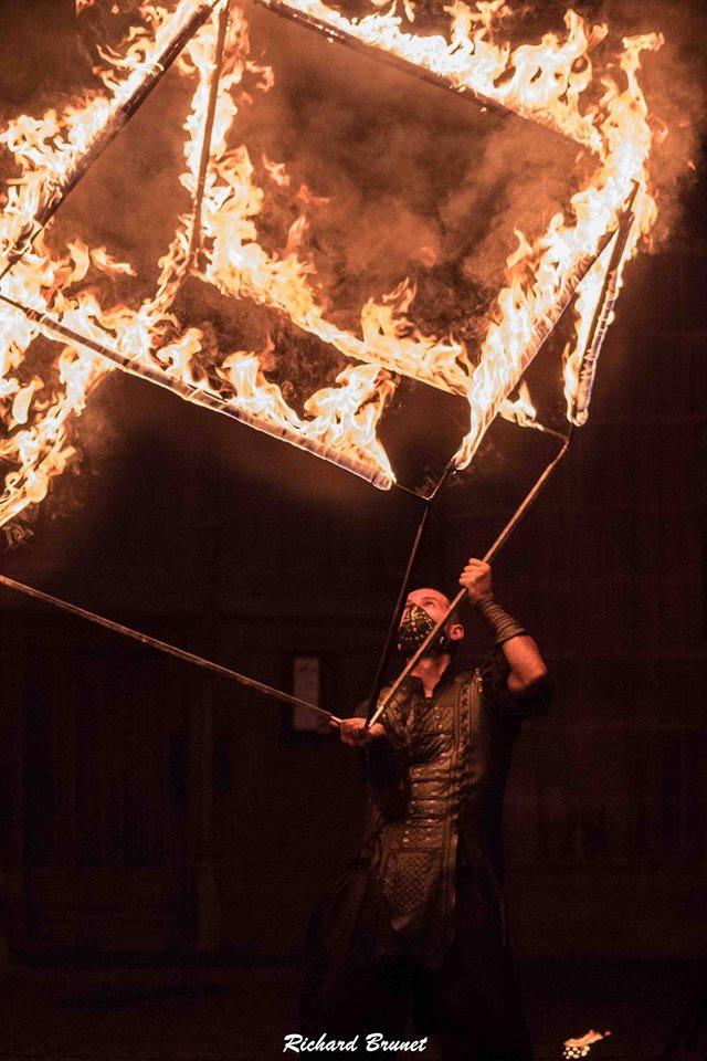 Cube de Feu - Manipulateur de flammes - spectacle de feu - Souvigny