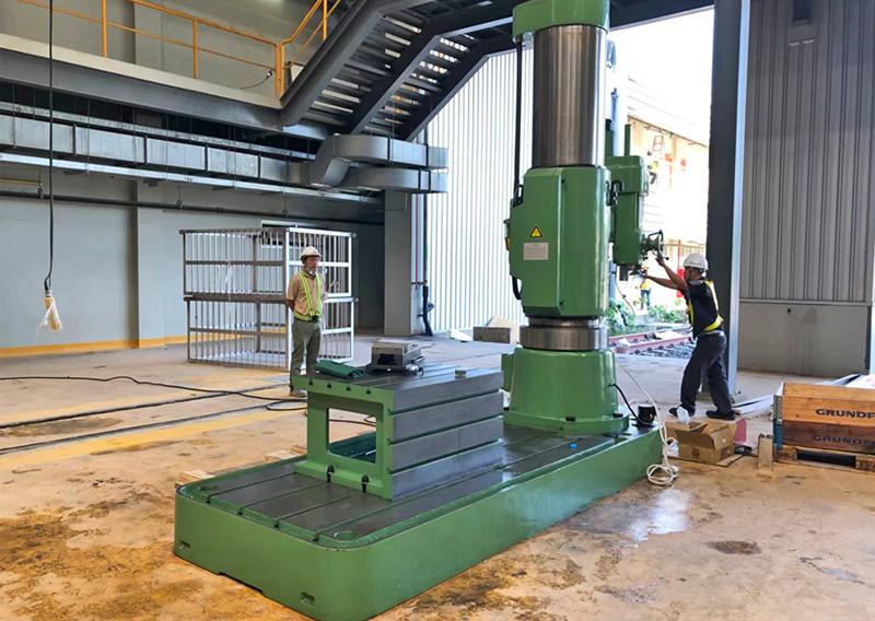 radial_drilling_machine_03jpg