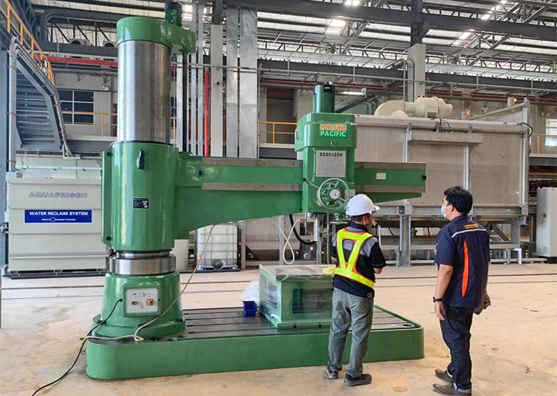 radial_drilling_machine_05jpg