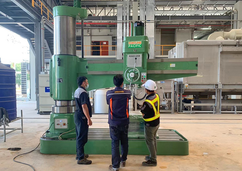 radial_drilling_machine_06jpg