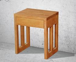 Tischchen mit Schubkasten