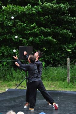 Cie les invendus cirque jonglage