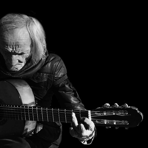 guitarist in lisbon.jpg
