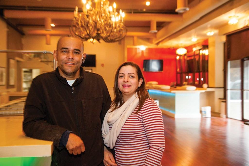 Saturnino Peralta and his wife, Yaniry Espinar, at El Pez Dorado in Lawrence.