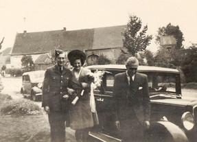 Mum & Dad arriving at reception.jpg