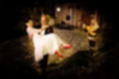 Troubadour Lucas Florent spelend voor bruidspaar als in de middeleeuwen