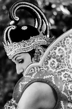 Tari Priyambada Mustakaweni