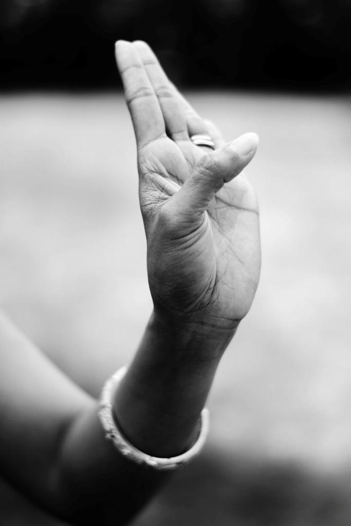 Tari Bedhaya Pangkur hand posture