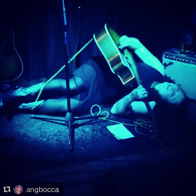 🙃 #Repost _angbocca ・・・_Snug as a rug _ruby_rae  #brooklyn #freddysbar #voodooqueenmusic #rubyraeth