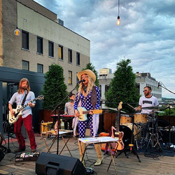 Elizabeth Cook sunset rooftop show! So b