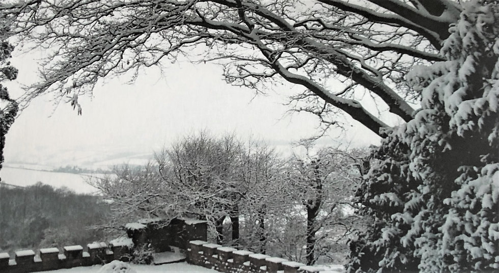 Barrow Castle in the Snow Large Christmas Cards - Pack 6