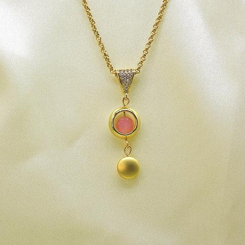 Guld vedhæng med rosakvarts
