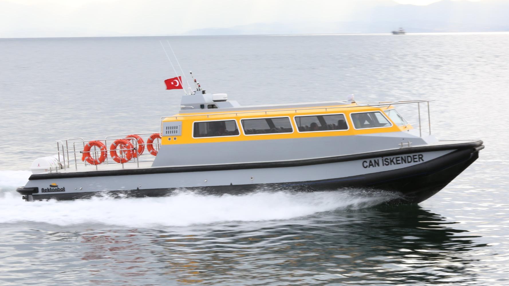 13 m Crew Boat
