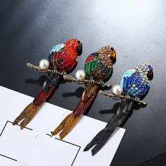 Elegant Magpie Crystal Brooch Pints-US$13.85