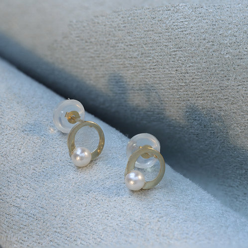 10 Karat Pearl Studs in Yellow or White Gold