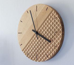 Dřevěné hodiny z dubu
