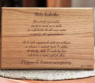Menší dubová deska s vlastním věnováním
