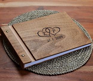 Dřevěné svatební fotoalbum