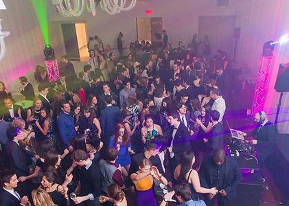 Service de DJ pour vos événements de 30 à 3000 personnes. Disponibles à Montréal, Québec et les environs.