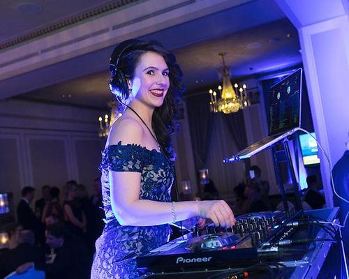 DJ Cat Hardy lors d'un mariage