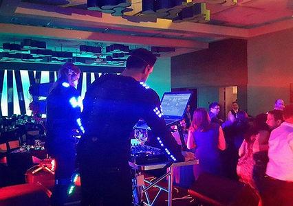 DJ illuminé pour vos événements corporatifs.