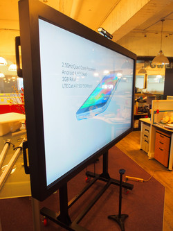 82吋觸控螢幕