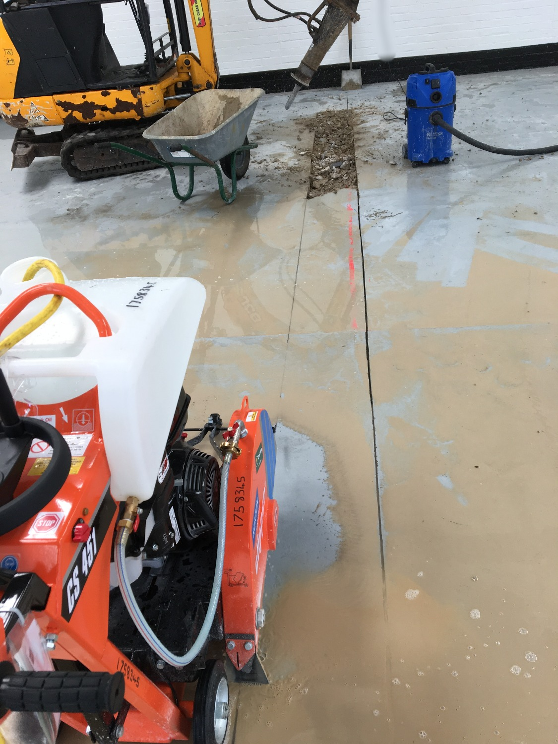Floor-saw to cut-out trench