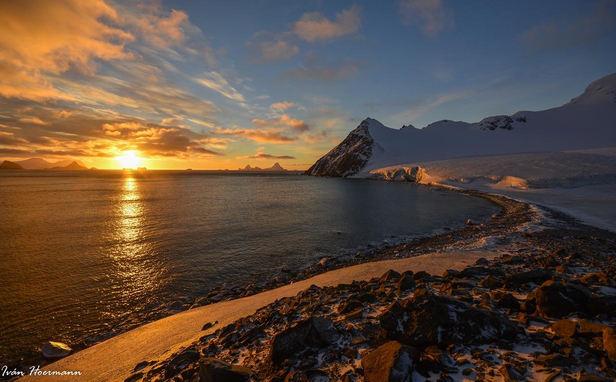 Cálido y frío. Antártida.