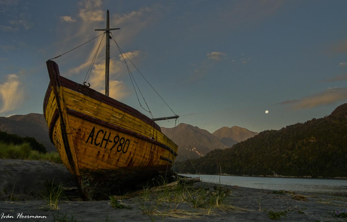 Barcaza en los fiordos